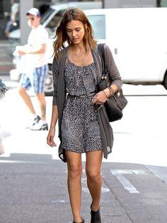 Tenue chic femme idée originale vêtement pour l'été avec belle allure