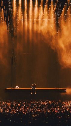 Saint Pablo/ Kanye West Show Kanye West Wallpaper, Rap Wallpaper, Yeezus Wallpaper, Kid Cudi Wallpaper, Rapper Wallpaper Iphone, Dope Wallpapers, Aesthetic Wallpapers, Bühnen Design, Saint Pablo