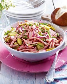 Fixed liver cheese salad Informations About Fixer Leberkäs'-Salat Pin You can easily us Soup Recipes, Salad Recipes, Vegetarian Recipes, Dinner Recipes, Free Recipes, Vegetable Protein, Cheese Salad, Vegetarian Breakfast, Vegan Soup