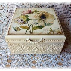 Decoupage Box, Decoupage Vintage, Wood Crafts, Diy And Crafts, Arts And Crafts, Painted Boxes, Wooden Boxes, Paisley Art, Tea Box