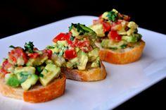 Bruschetta met guacamole en tomaat - Voorgerechten - Recepten - Food - Home - ELLE België