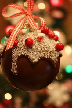 Homemade Christmas decorations are easy to make with this free collection of instructions for DIY Christmas ornaments. Homemade Christmas Ornaments: 9 Easy Ornament Tutorials has all kinds of ornaments. Easy Ornaments, Christmas Ornament Crafts, Noel Christmas, Christmas Goodies, Christmas Balls, Christmas Candy, Homemade Christmas, Christmas Projects, Christmas Treats