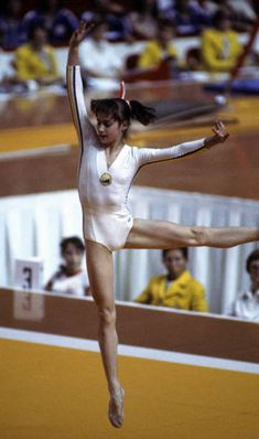 Tumbling Gymnastics, Sport Gymnastics, Artistic Gymnastics, Olympic Gymnastics, Olympic Badminton, Olympic Games Sports, Nadia Comaneci, Native Girls, Native American Men