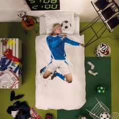 This bedding by SNURK is everything! Is soccer the only thing your little champ talks about? Let him/her sleep under these Soccer Champ covers and let the imagination flow...