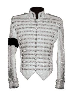 Michael Bush, together with Dennis Tompkins, designed outfits for Michael Jackson for more than 25 years. In his new book The King of Style (Insight Edit. Michael Jackson Jacket, Michael Jackson Outfits, Michael Jackson Merchandise, Michael Jackson Dance, White Outfits, Stylish Outfits, Michael Jackson Bailando, 3d T Shirts, Kpop Outfits