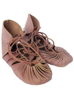 45bbdbfc2b170 Die 59 besten Bilder von Mittelalter Schuhe   Stiefel
