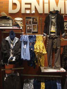 Visual Merchandising Displays, Fashion Merchandising, Clothing Store Design, Unique Fashion, Mens Fashion, Jeans Store, Black Tux, Catalog Design, Denim Shop