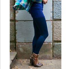ARRIVALS ✴️Navy Fleece Lined Legging✴️ 92% Polyester 8% Spandex.❗️️️price is firm❗️ Pants Leggings