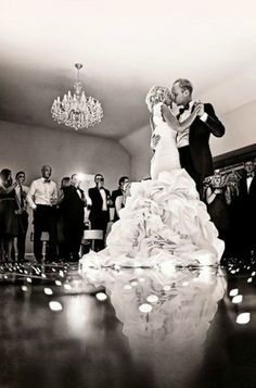 A romantic, memorable first dance | Kevin Mullins Photography