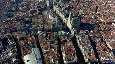 Madrid desde las alturas. Madrid Aerial Demo-Reel Fuente: Cromática 45 (Lástima que la música no esté a la altura de las imágenes)