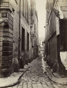 Rue du Croissant, depuis la rue du Sentier. 1866. Tirage sur papier albuminé. Charles Marville.