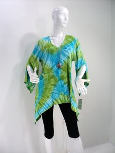 Size M turquoise and apple green tie dye tunic top with sharkbite hemline…