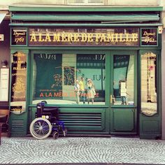 9a1be26aec7c11e293af22000a9e05e8_7  Vintage France.