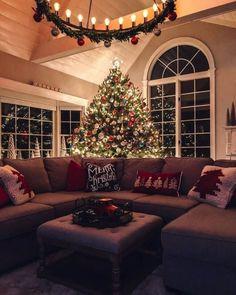 Elegant Christmas Trees, Christmas Tree Decorations, Holiday Decor, Holiday Tree, Luxury Christmas Decor, Outdoor Christmas, Christmas Living Rooms, Christmas Room, Christmas Print