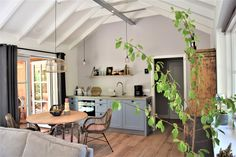 Vakantiehuisje Lutterzand Happy Holidays, Small Spaces, Places To Go, Travel, Room, Furniture, Home Decor, Lush, Bedroom