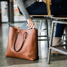 A solidly built tote bag is an everyday staple. Day, night, travel, errands - the Whipping Post Vintage Tote bag embodies utility. We've used 100% vegetable tanned leather and included an interior poc