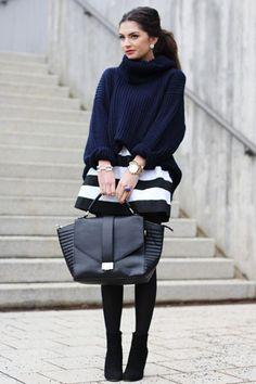 outfit chunky navy blue turtleneck sweater jumper black white striped skirt - donkerblauwe coltrui zwart wit gestreepte rok