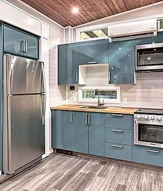 Own the Home of your dreams with Zerosquared. Tiny Homes on Wheels Tiny House Bedroom, Tiny House Cabin, Tiny House Living, Tiny House Plans, Tiny House Design, Tiny House On Wheels, Small Loft Apartments, Tiny Spaces, Gloss Kitchen
