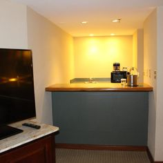 King Junior Suite at the DoubleTree by Hilton Orlando Airport Hotel Orlando Airport, Airport Hotel, Airport Shuttle, Hotel Reviews, King, Home Decor, Decoration Home, Room Decor, Interior Design