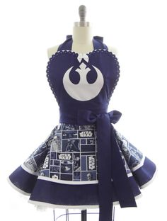 This super awesome apron showcases the Rebel Alliance Starbird -- along with a Star Wars print on the bottom. Yep, we totally created this bodice using a reverse applique technique -- zoom in on the s