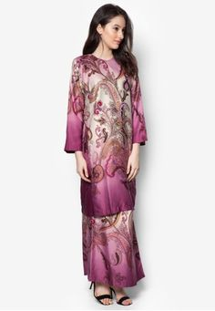 Baju Kurung Azani from Butik Sireh Pinang in Purple An ode to the classics, step out in amplified elegance with this baju kurung from Butik Sireh Pinang. The brand channels their stylish flair into this traditional wear by adding a splash of multi-coloured paisley prints.Top- Polyblend- Roun... #bajukurung #bajukurungmoden