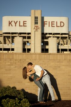 I want a picture like this! Oh my gosh! Just make it in front Oklahoma Memorial Stadium and I'm sold!!