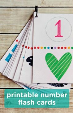 These free printable flash cards can be used as a counting, colors, memory, or matching game for your toddler. Start learning with your little one with this easy DIY activity.