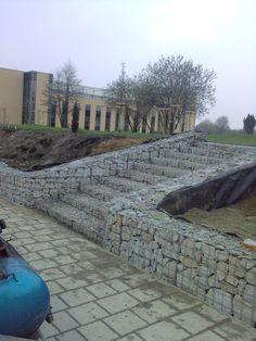 Gabion Stone, Gabion Retaining Wall, Landscaping Retaining Walls, Hillside Landscaping, Hillside Garden, Garden Pool, Terrace Garden, Balcony Design, Garden Design