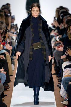 Akris Fall 2019 Ready-to-Wear Fashion Show - Vogue Fashion Week Paris, Runway Fashion, Fashion Trends, Fashion Women, Cheap Fashion, Fashion 2017, Fall Winter Outfits, Autumn Winter Fashion, Fashion Fall