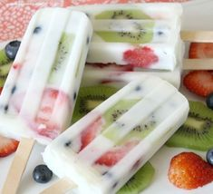 Breakfast Popsicles with just yogurt and fruit, plus 28 On The Go Easy Breakfast Recipes
