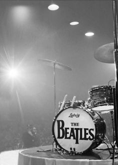 waiting for Ringo - the most beautiful drum set in the world ever!
