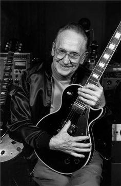 LES PAUL W/ LES PAUL GUITAR, NEW JERSEY, 1995