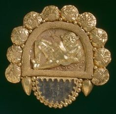 *ITALY, ETRUSCAN CIVILIZATION, GOLD STUD / PHOTO ~ Art / Etruscan, 5th century BC. Gold stud. From: Vignanello (Lazio, Italy). Rome (Italy), National Etruscan Museum (Villa Giulia National Museum, ...