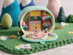 Practical Caravan's 'Me and my crochet caravans' - 1 - Kate Bruning creates intricate crochet caravan interiors (© Kate Bruning/Practical Caravan)