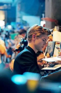 Thomas signing autographs