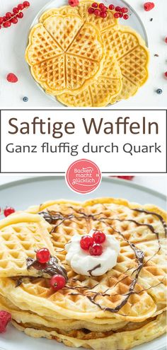 Quarkwaffeln sind eine echte Konkurrenz für den klassischen Waffelteig: Diese s… Quark waffles are a real competition for the classic waffle dough: These juicy quark waffles are wonderfully soft and fluffy. The result tastes the whole family! Baby Puree Recipes, Baby Food Recipes, Baking Recipes, Waffle Recipes, Easy Cake Recipes, Dessert Recipes, Drink Recipes, Best Vegan Chocolate, Chocolate Banana Bread