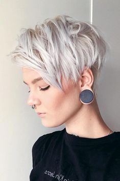 """How to style the Pixie cut? Despite what we think of short cuts , it is possible to play with his hair and to style his Pixie cut as he pleases. For a hairstyle with a """"so chic"""" and pointed… Continue Reading → Pixie Haircut Styles, Pixie Haircut For Thick Hair, Short Pixie Haircuts, Pixie Hairstyles, Short Hairstyles For Women, Hair Styles, Bob Short, Messy Pixie, Long Pixie"""