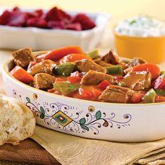 Mijoté de veau à la hongroise Veal Stew Slow Cooker Recipe, Slow Cooker Recipes, Crockpot Recipes, Veal Recipes, Clay Pots, Kung Pao Chicken, Serving Bowls, Food And Drink, Europe Centrale