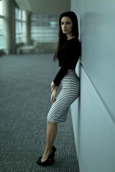 Pencil Skirt Outfits // Casual Skirt Outfits // How to wear skirt outfits // Fashion casual outfits // Trending women's Clothes // Office outfits ideas Pencil Skirt Outfits, Pencil Skirts, Dress Outfits, Cute Outfits, Fashion Outfits, Womens Fashion, Work Outfits, Dress Fashion, Cute Office Outfits