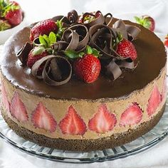 36 Super-Easy Healthy Dinners That'll Help You Lose Weight Chocolate Strawberry Cake, Easy Chocolate Desserts, Chocolate Strawberries, Easy Desserts, Chocolate Cake, Dessert Simple, Cake Recipes, Vegan Recipes, Dessert Recipes