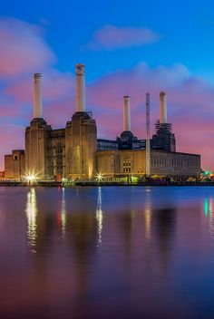 Everything is changed from Pink's Floyd cover of Animals: Battersea Power Station is a decommissioned coal-fired power station located on the south bank of the River Thames, in Battersea; an inner-city district of South West London. London City, South London, Old London, London Icons, London Pubs, West London, England Uk, London England, Battersea Power Station