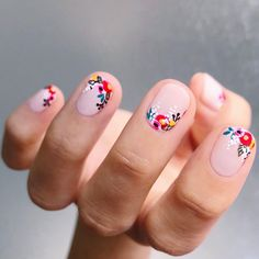 Nail art is a very popular trend these days and every woman you meet seems to have beautiful nails. It used to be that women would just go get a manicure or pedicure to get their nails trimmed and shaped with just a few coats of plain nail polish. Cute Nails, Pretty Nails, Hair And Nails, My Nails, Red Gel Nails, Red Nail, Flower Nail Art, Nagel Gel, Spring Nails