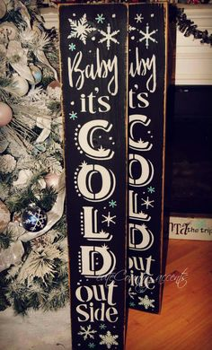 Classy Christmas Diy Pallet Plaque Ideas For Your Trending Decor 14 Classy Christmas, Christmas Porch, Pallet Christmas, Outdoor Christmas, Christmas Time, Diy Signs, Wood Signs, Pallet Board Signs, Christmas Projects