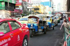 Auf Bangkoks Strßen unterwegs in einem Tuk Tuk.