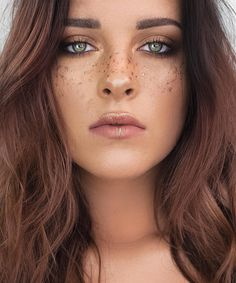 """Festival season is right around the corner I'm loving these metallic freckles! Would you guys want to see a tutorial on a look like this?☺️ Product…"""