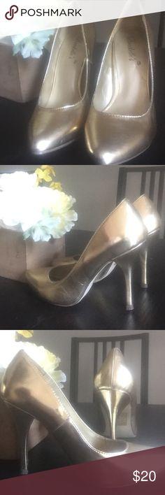 Gold size 7 high heels! Never worn! Shoes Heels