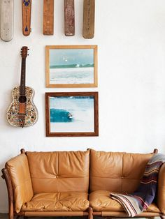 surfing cowboys: hahahaah for the game room in my house, it's decorated cowboy style, but we want to change it to surf style Style At Home, Sofa Cognac, My Living Room, Living Spaces, Deco Surf, Guitar Wall, Surf Guitar, Interior And Exterior, Interior Design