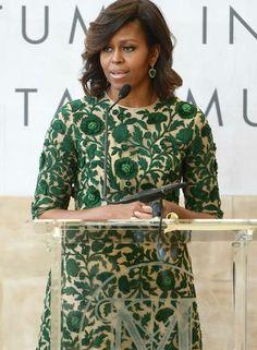 """Ter um centro de moda que leva seu nome não é para qualquer um. Ter Michelle Obama na inauguração desse espaço então... Se Anna Wintour já era poderosa, a editora da """"Vogue"""" americana está ainda mais com a abertura do Anna Wintour Costume Center, nesta segunda. A moral é tanta que até a primeira-dama discursou Foto: Michael loccisano / AFP"""