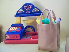 Pattern/tutorial for the shopping bag to go with toy grocery store.