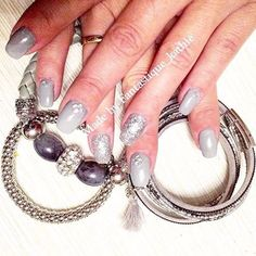 Alles grau im November 😊💅🏼. #grey#colourful#nails#nailart#nailartist#naildesign#instanails#instafashion#love#beauty#beautyblog#blogger#beautiful#style#styleblogger#cosmetics#studio#austria#salzburg